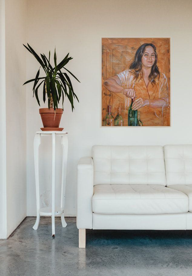 018_Wine-Tasting_white-sofa