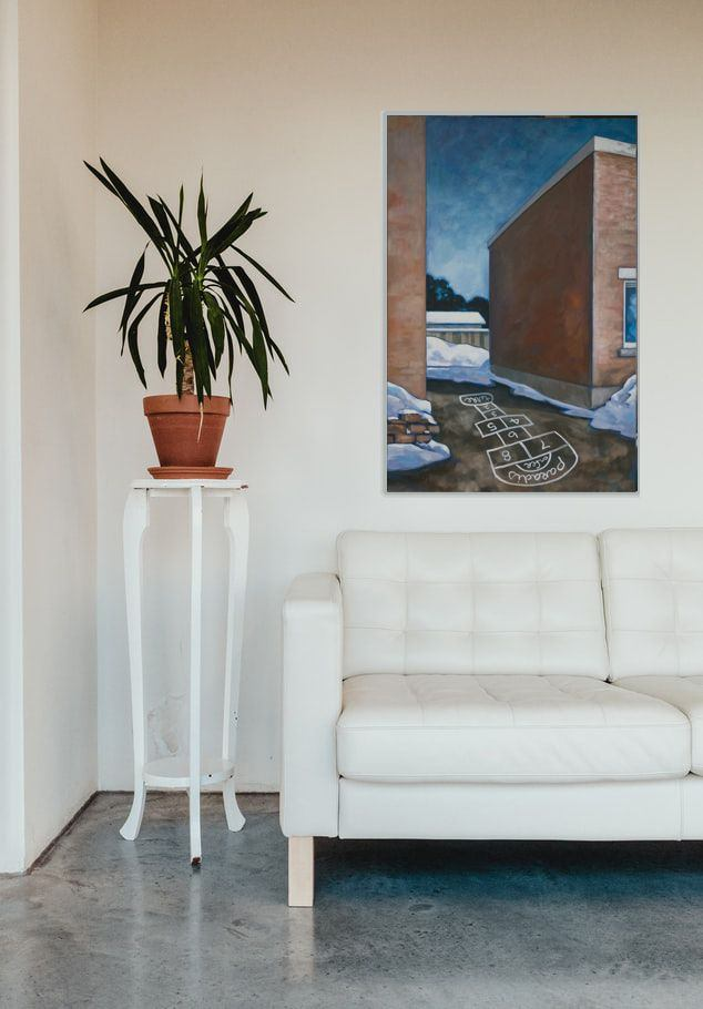021_Ottawa-Alleyways_Rue-Larouche_white-sofa